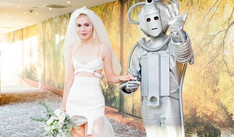 Aleyna, Robot ile evlendi...
