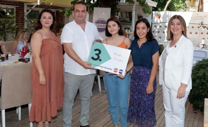 İZİKAD genç girişimcileri desteklemeye devam ediyor