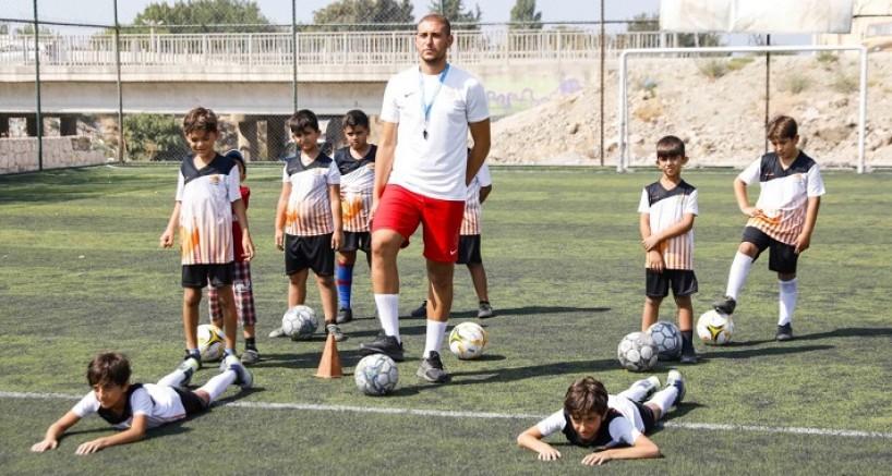 Seferihisar Belediyesi Yaz Spor Okulu 12 branş ile devam ediyor